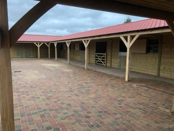 U Shape Stable Block